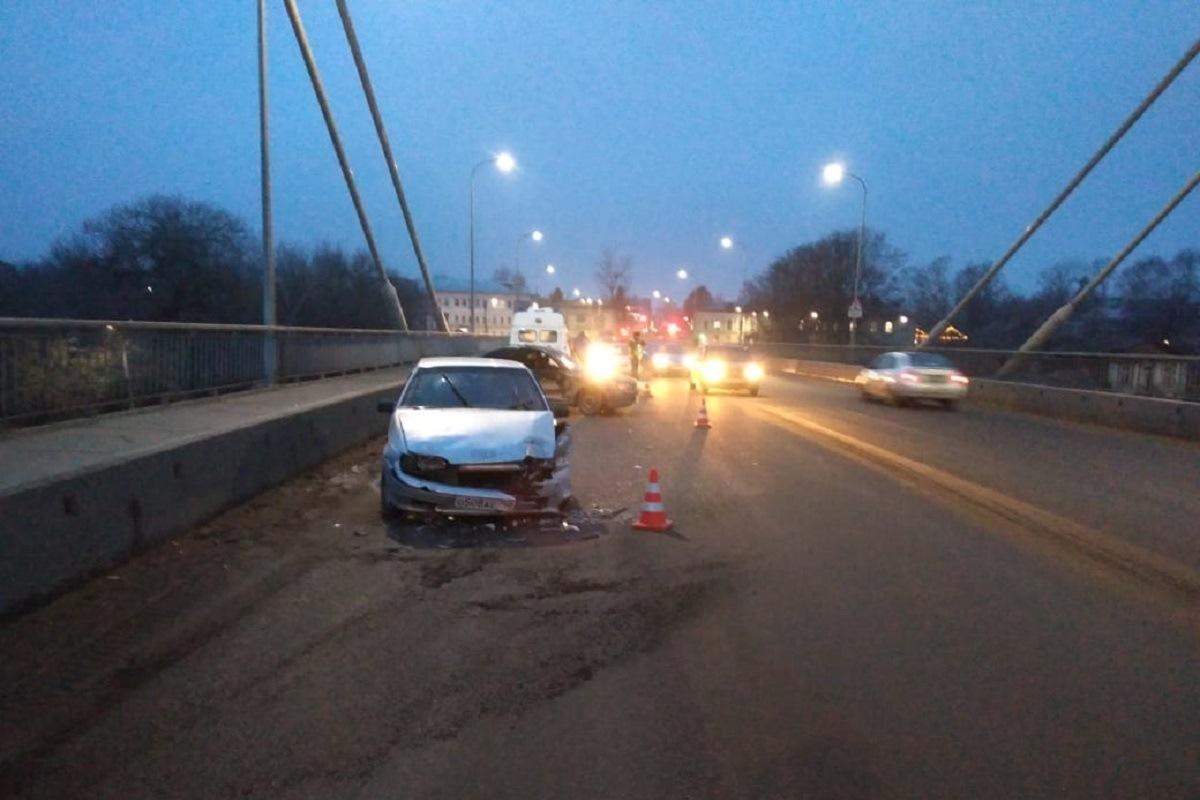 В ДТП на мосту через Волгу в Кимрах пострадали трое взрослых и ребенок