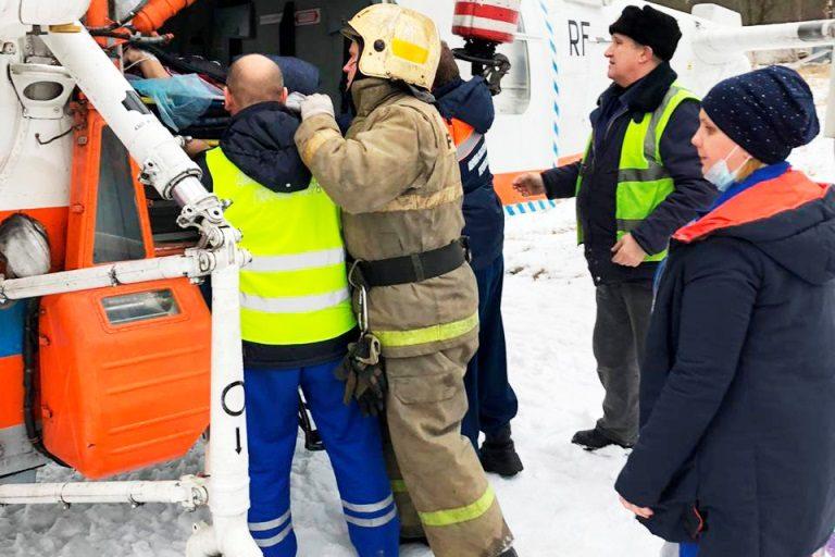 Вертолет МЧС экстренно доставил в Тверь пациентку Кимрской ЦРБ