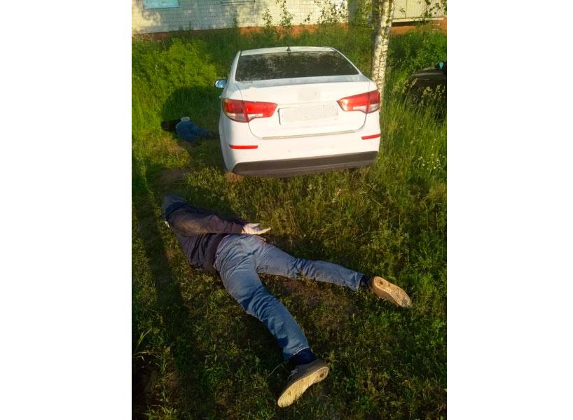 В Кимрах полицейские задержали подозреваемых в совершении кражи автомобиля | Видео