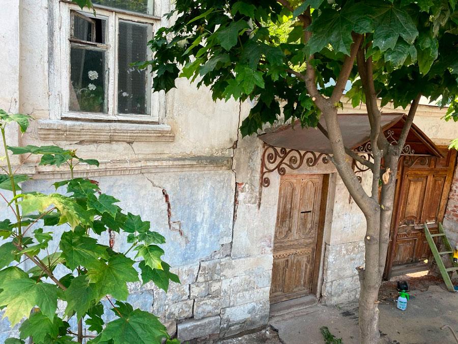 В Кимрах волонтёры начали работу над восстановлением каменного дома