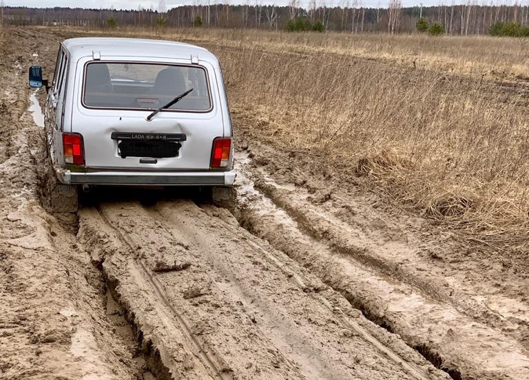 Жителям деревни Голузино в Кимрском районе отказали в ремонте дороги, несмотря на решение суда