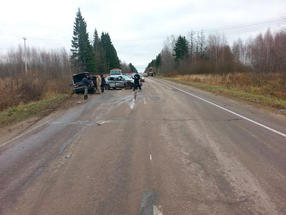 Двое взрослых и двое детей пострадали в Opel, попавшем под «КамАЗ» под Дубной