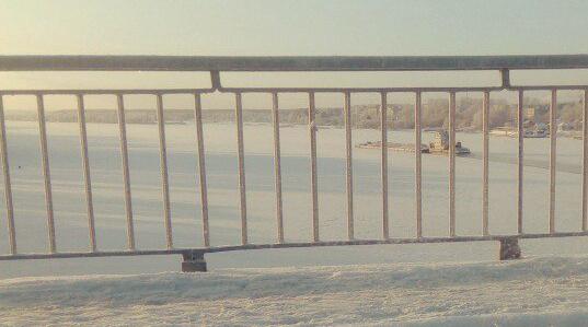 16 декабря, пробиваясь сквозь льды, из Кимр по Волге в Дубну идет теплоходный буксир